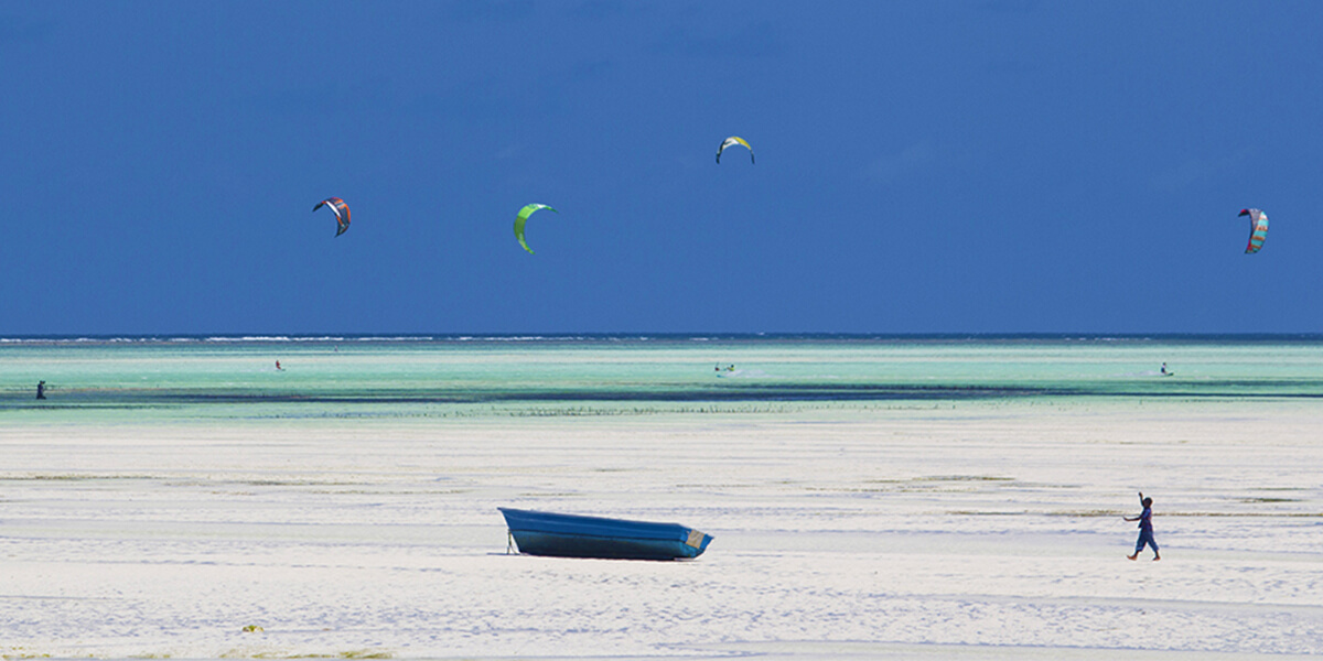 Located north of Jambiani, but yet in the southeast of Zanzibar (the best side for kitesurfers), Paje beach is THE hot spot